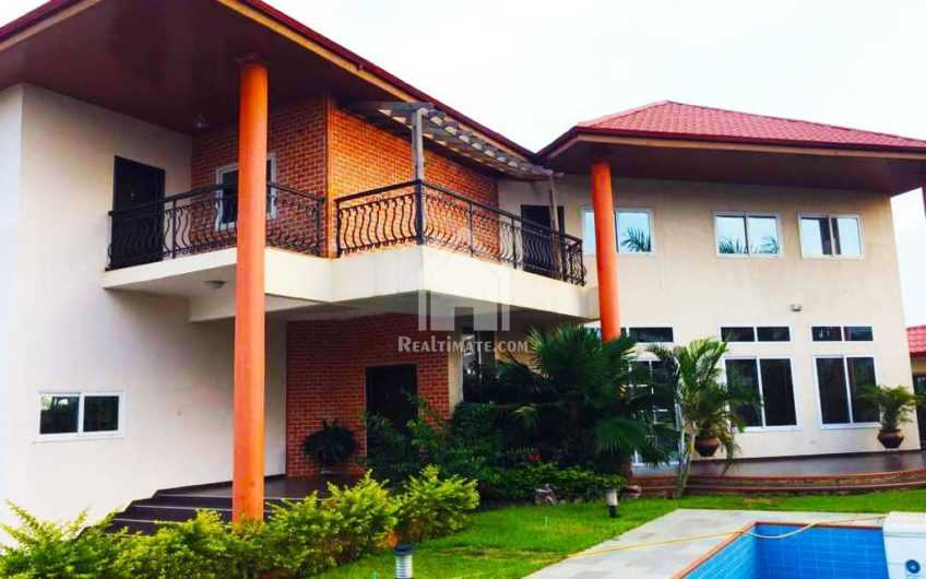 6 bedrooms Hosue with 2bedrm's boys quarters for sale in east Legon adjiringanor