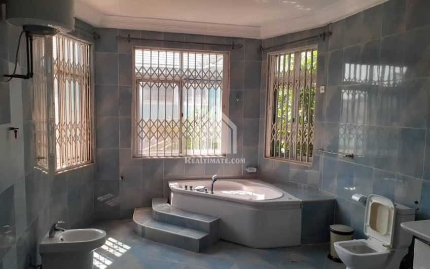 5 bedrooms swimming pool house for rent in east Legon near A&C mall