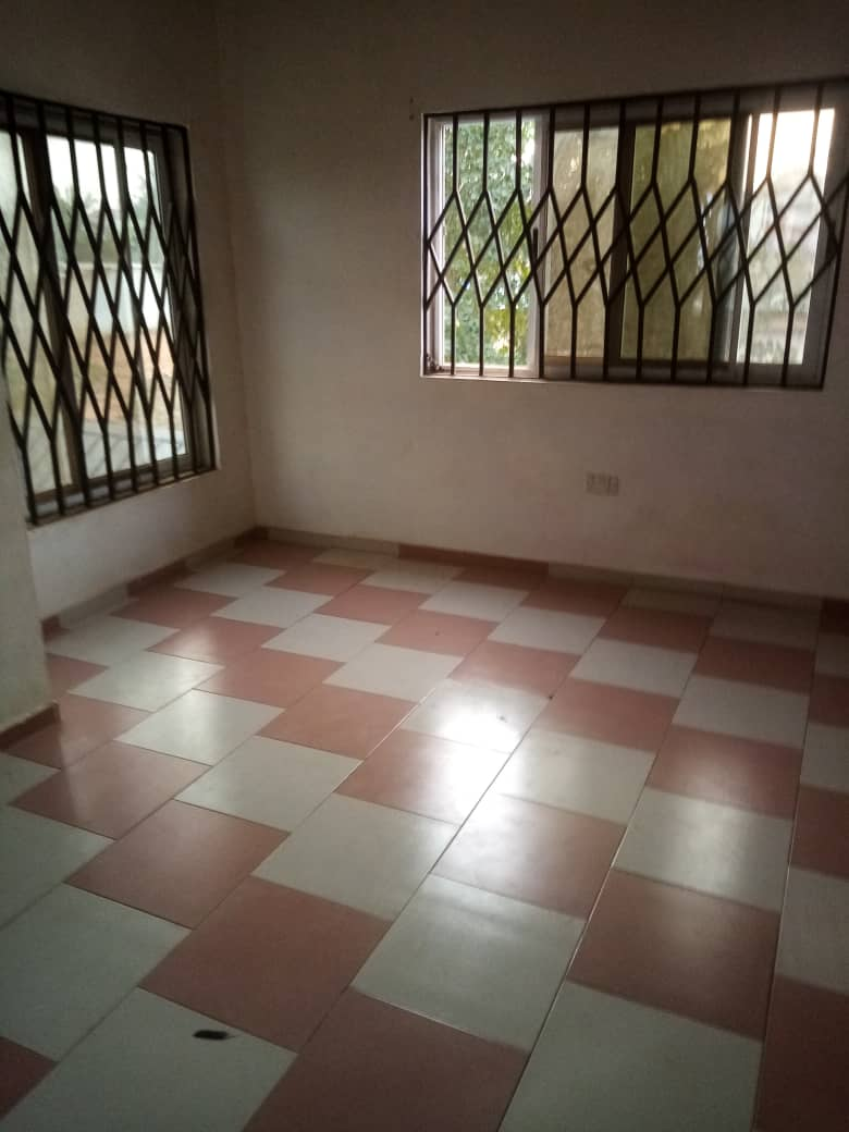 Chamber and hall self contained for rent at Tantra Hills